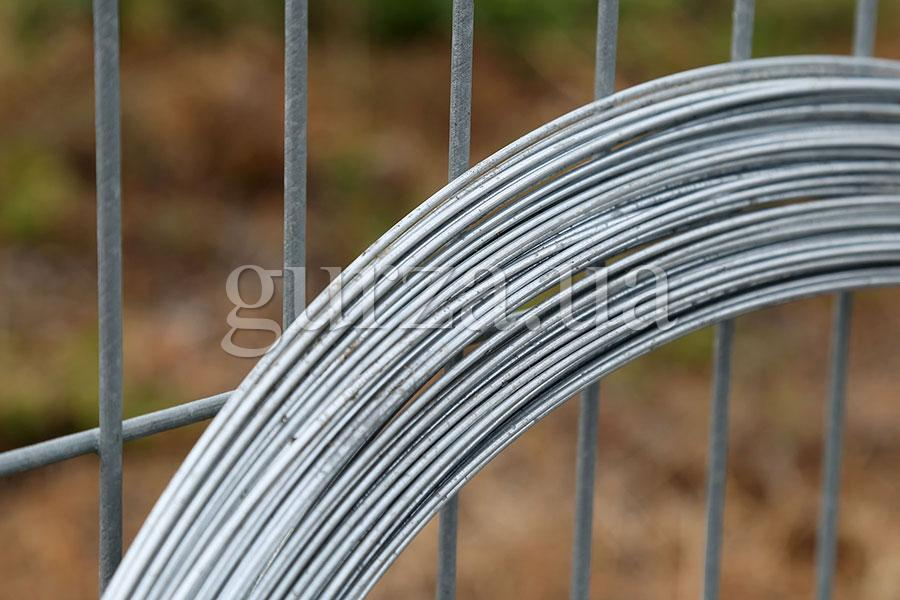 Tension wire for Gurza barbed wire installation