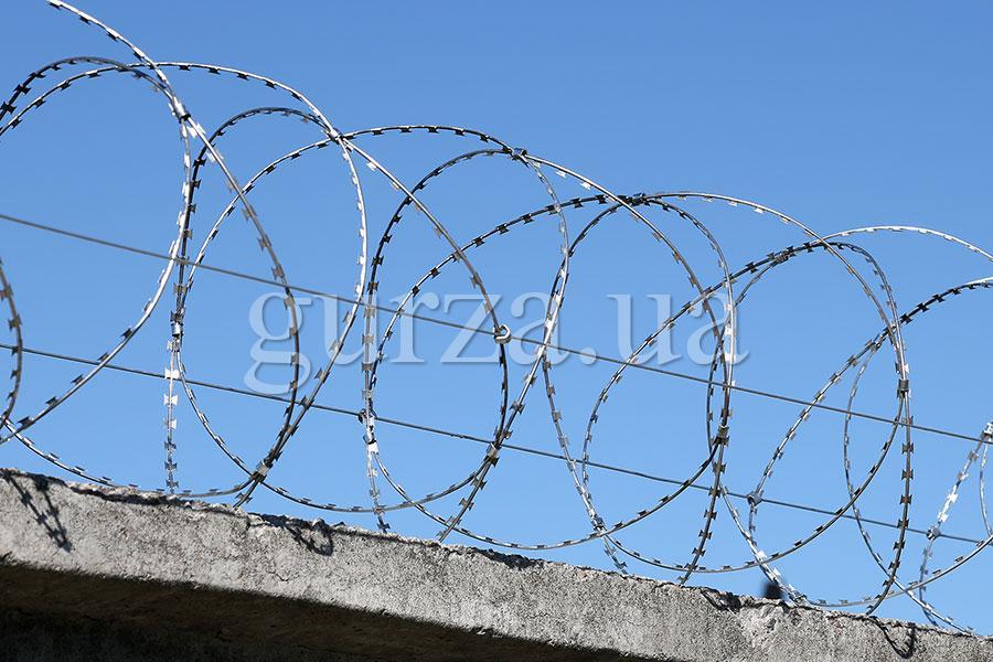 Спиральный барьер безопасности Гюрза-450/3